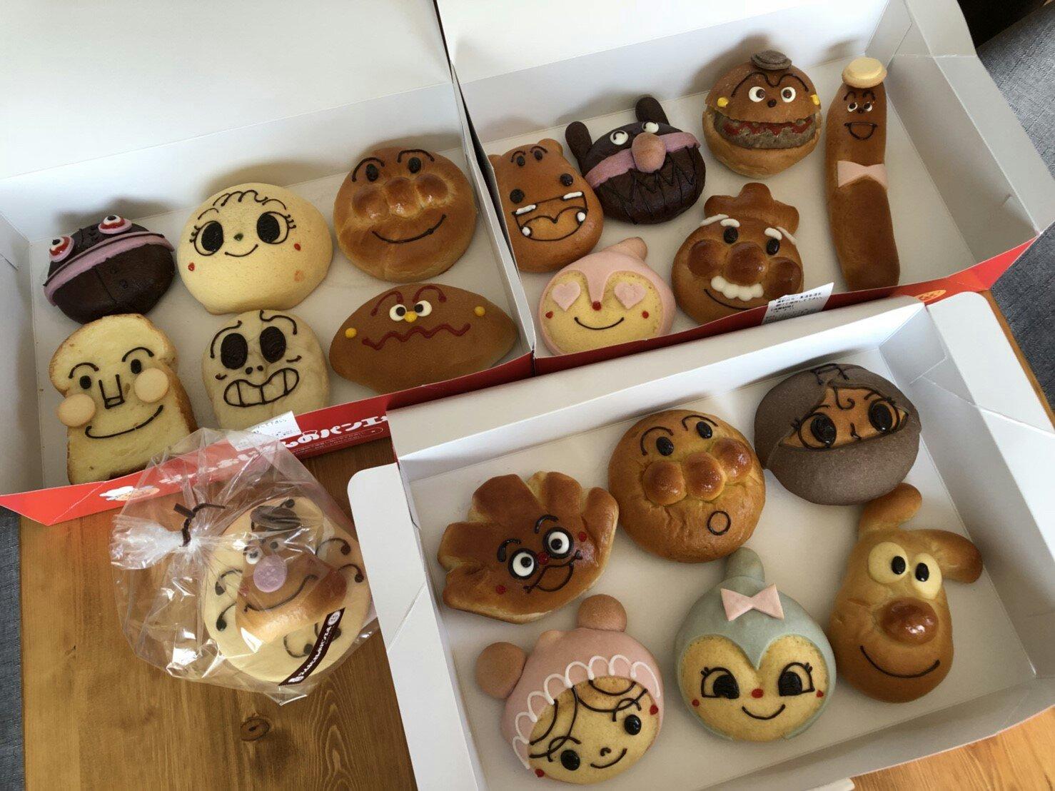 仙台アンパンマンミュージアムのパン工場で、パンを全種類を買っ